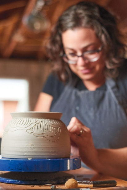 Lisa Belsky of Simply Tangled carving her designs.